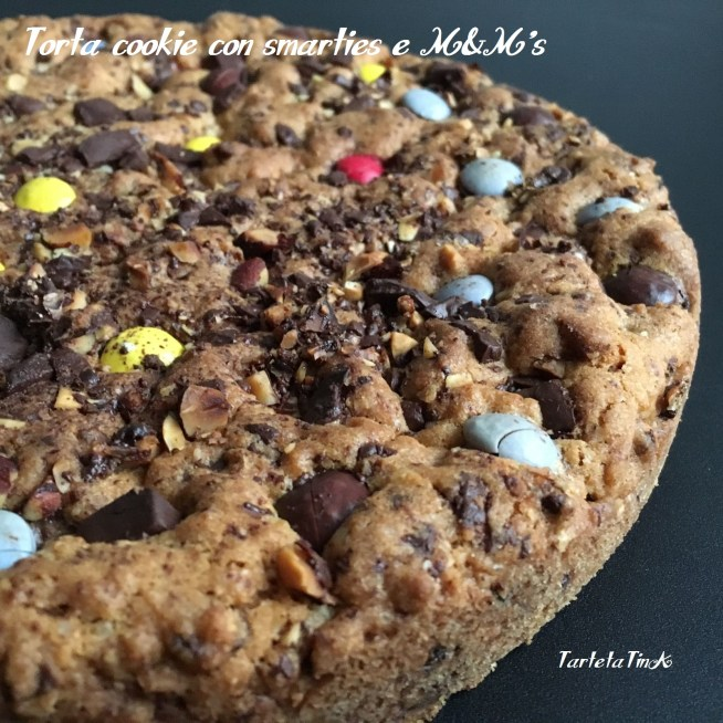 Torta cookie con smarties e M&M's
