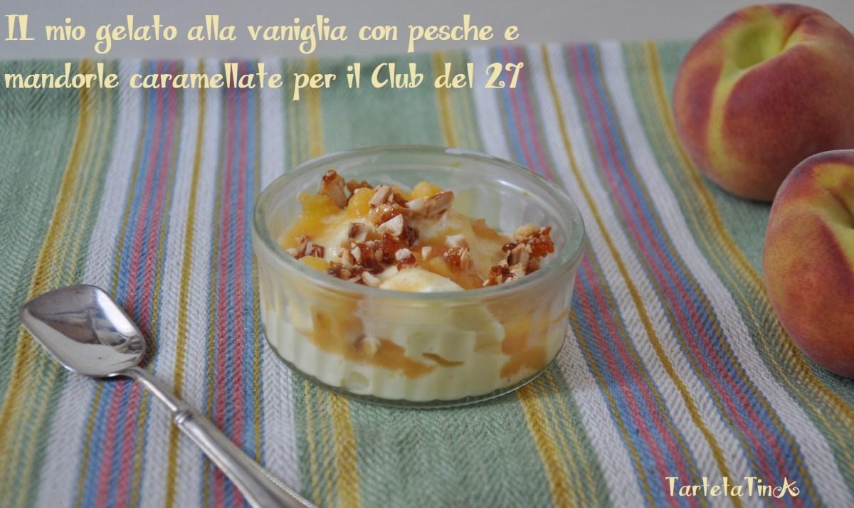 gelato alla vaniglia con pesche e mandorle caramellate