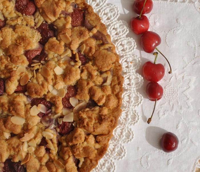 Sbriciolata di farro con ciliegie e ricotta