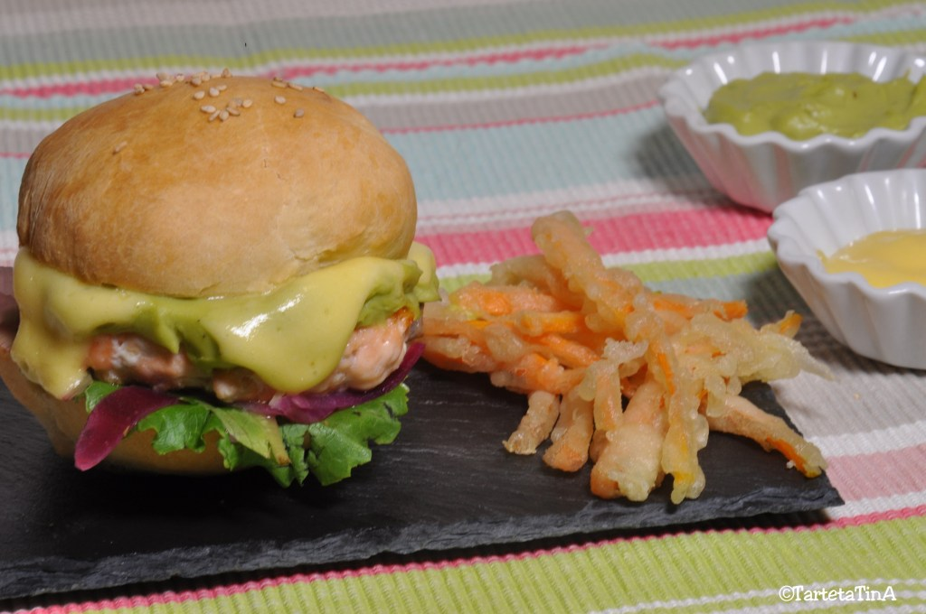 hamburger salmone e avocado