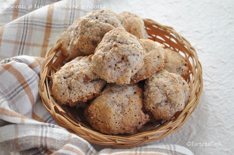 biscotti al farro albicocche e ricotta