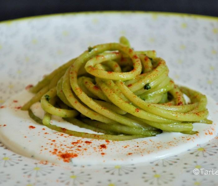 Spaghetti con recupero di gambi di cime di rapa e croste di parmigiano