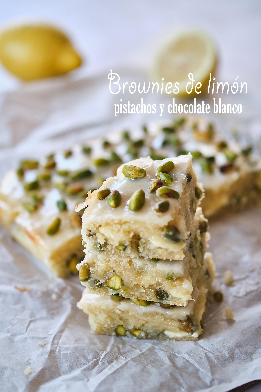 Brownies de limón, pistachos y chocolate blanco