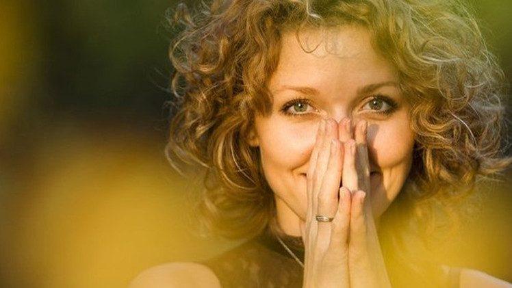 الشعور بالسعادة يؤثر إيجابيا في صحة العظام
