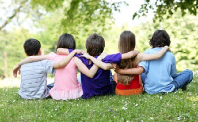 الأطفال يعرفون معنى الصداقة وسرّها أكثر من الكبار