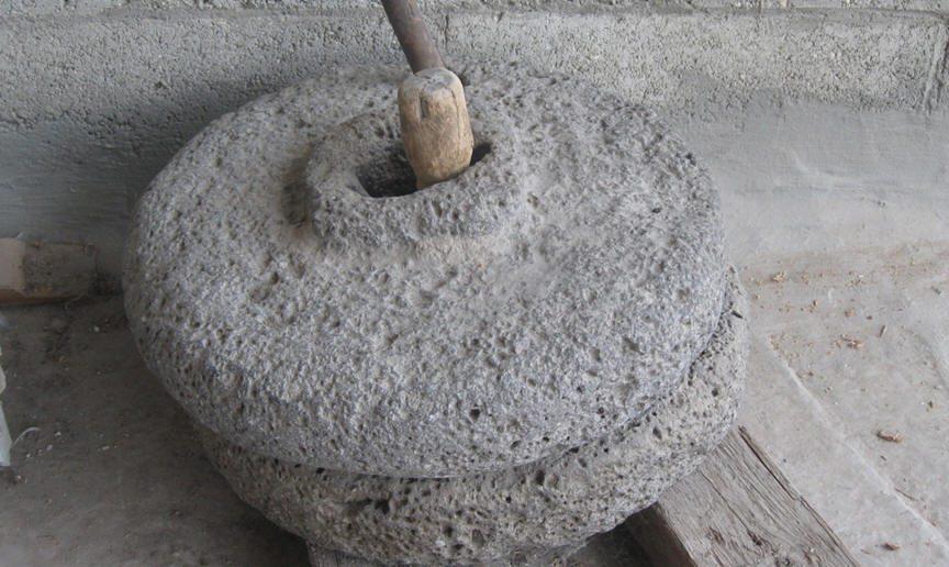 الرحى حجر الطاحون الراحل