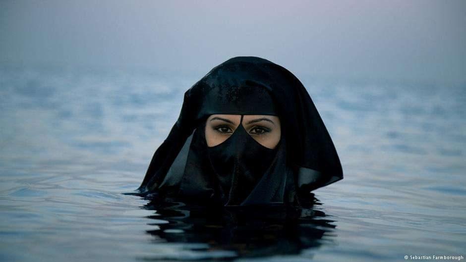 فنان بريطاني يسعى لتغيير صورة الغرب تجاه السعوديات