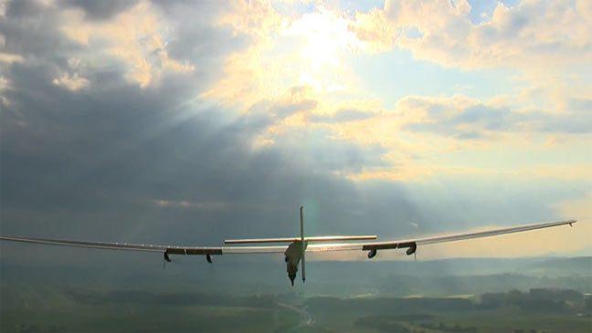تسع معلومات هامة حول أول طائرة تحلق حول العالم بالطاقة الشمسية