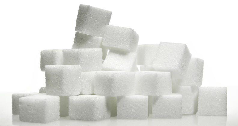 السكر الأبيض … مادة سامّة تؤدي إلى الإدمان وإضعاف البكتيريا النافعة وموتها