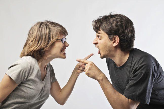 لماذا لا يقبل زوجك اللوم عندما يخطئ؟
