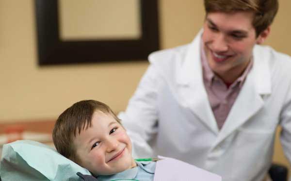 طبيب الأسنان والأسرة