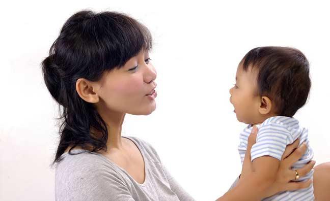 هل تؤثر طريقة كلام الوالدين على تعلم الأطفال للغة؟