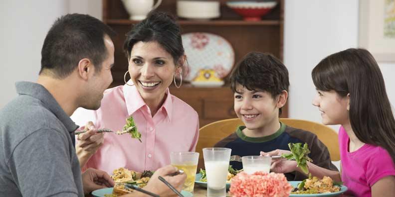 وقت العشاء هو الأمثل للتحدث الى الزوج ولفت انتباهه