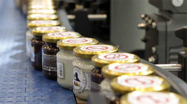 مصنع كيميائي ألماني ينتج الأطعمة الصناعية