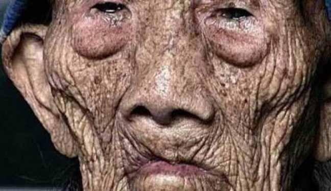رجل صيني يعيش 256 عاما ويتزوج 23 امرأة .. اليكم أسباب طول عمره