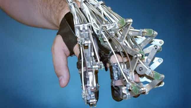 اختراع جهاز كمبيوتر يتحكم في الأطراف الاصطناعية بقوة التفكير
