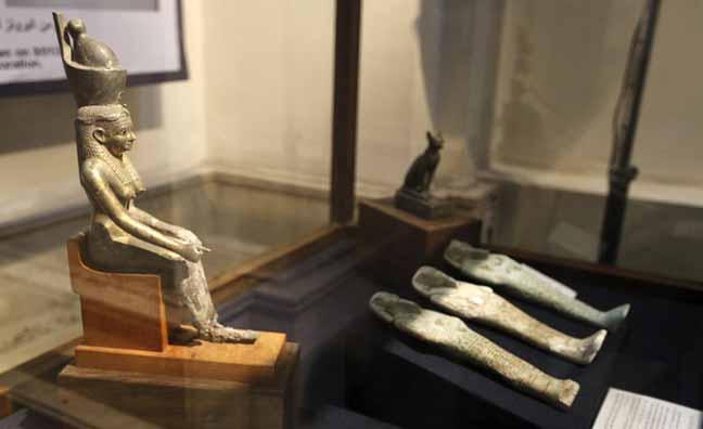مصر تناشد العالم لاسترداد تمثال فرعوني صغير في بريطانيا