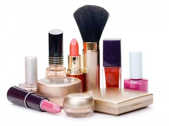 أدوات التجميل مصدر أذى