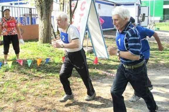 عداء ياباني مسن يحطم رقما قياسيا عالميا في العدو للمسافات القصيرة