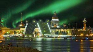 الشفق القطبي يضيء بطرسبورغ