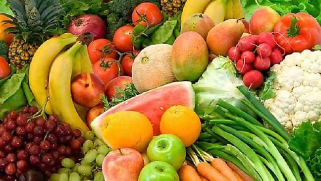 على الشباب تناول الفواكه والخضروات بكثرة