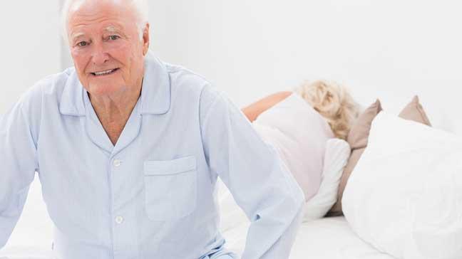 ما أسباب صعوبات النوم لدى كبار السن؟
