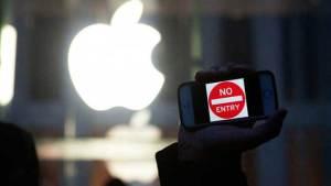 """أبل: """"FBI"""" قد تجبركم على تشغيل كاميرات وسماعات هواتفكم للتجسس عليكم"""