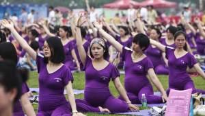 بكين تمدد إجازة الأمومة والأبوة لتشجيع الشباب على الإنجاب