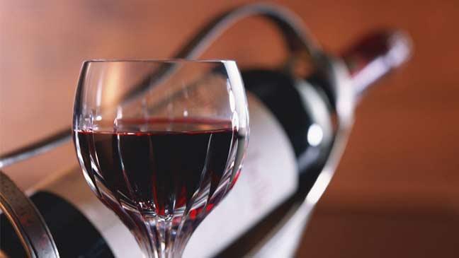 كأس من النبيذ يوميا قد تسبب السرطان