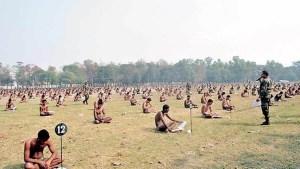 امتحانات في الجيش الهندي بالملابس الداخلية تفاديا للغش