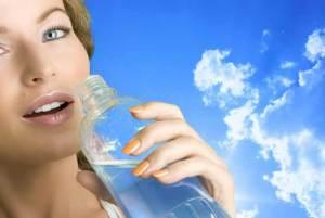 ما لا تعرفوه عن شرب المياه مع الطعام
