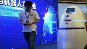 الصين تطور روبوتا لصعق المتظاهرين