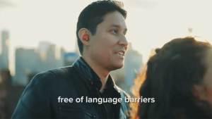 سماعات أذن تترجم اللغات خلال المحادثات الفورية