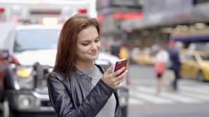 دراسة توضح كيف تُغير الرسائل النصية في بنية الدماغ