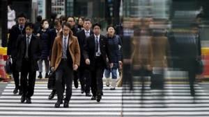 اليابانيون يعزفون عن الزواج