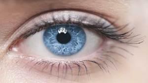 عيون زرقاء للأبد بدون عدسات