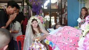 فتاة تايلاندية تتزوج رجلا ميتا