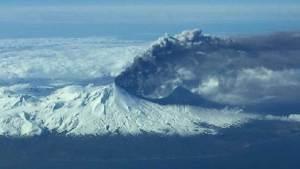علماء الجيولوجيا يحذرون من ثوران بركان ألاسكا