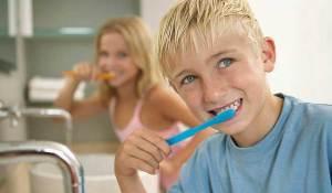 تنظيف الأسنان عند الأطفال