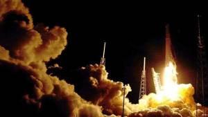 إطلاق الصاروخ فالكون 9 محملا بقمر صناعي ياباني