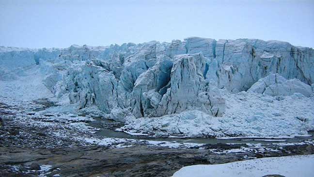 نفايات مشعة أمريكية تخرج من تحت الدرع الجليدية