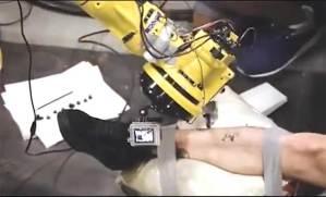 ابتكار أول روبوت صناعي للوشم على جسد الإنسان