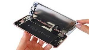 كيف يبدو هاتف آيفون 7 من الداخل