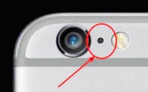 ما هي هذه النقطة السوداء بجانب الكاميرا الخلفية للأيفون؟