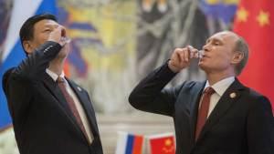 الرئيس الروسي فلاديمير بوتين مع نظيره الصيني شي جين بينغ