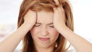 لماذا تصاب النساء بنوبات الصداع المزمن؟