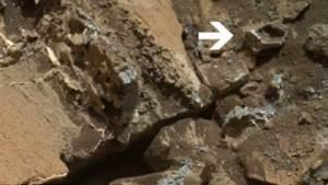 """مسبار كريوزيتي يلتقط صورة لـ """"خاتم ذهبي"""" على المريخ"""