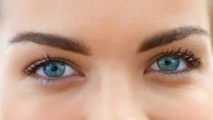 جفاف العين قد يعيق القراءة