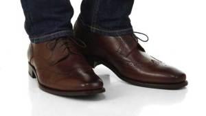 الحذاء البني قد يجعلك عاطلا عن العمل