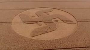 رمز النازية يظهر في أحد حقول بريطانيا في ظروف غامضة